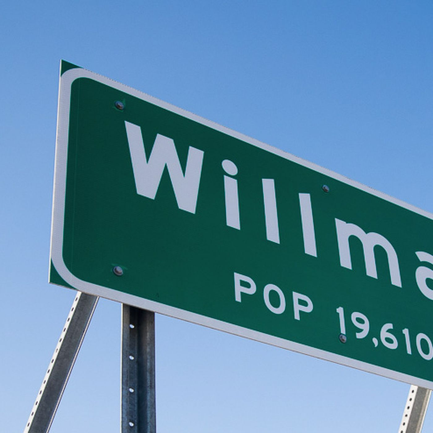 Willmar city limits sign